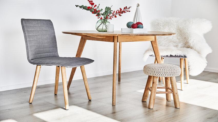 Drevený okrúhly jedálenský stôl