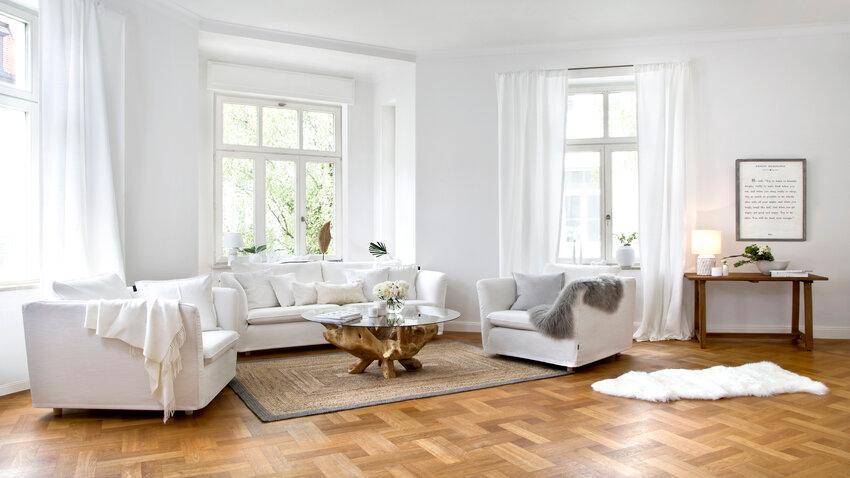 sisalový koberec vo svetlej obývačke