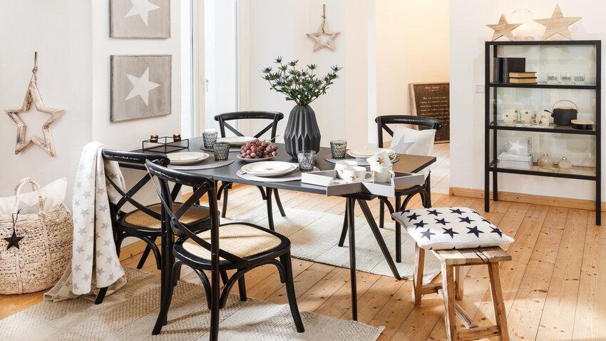 rustikálne stoličky v jedálni