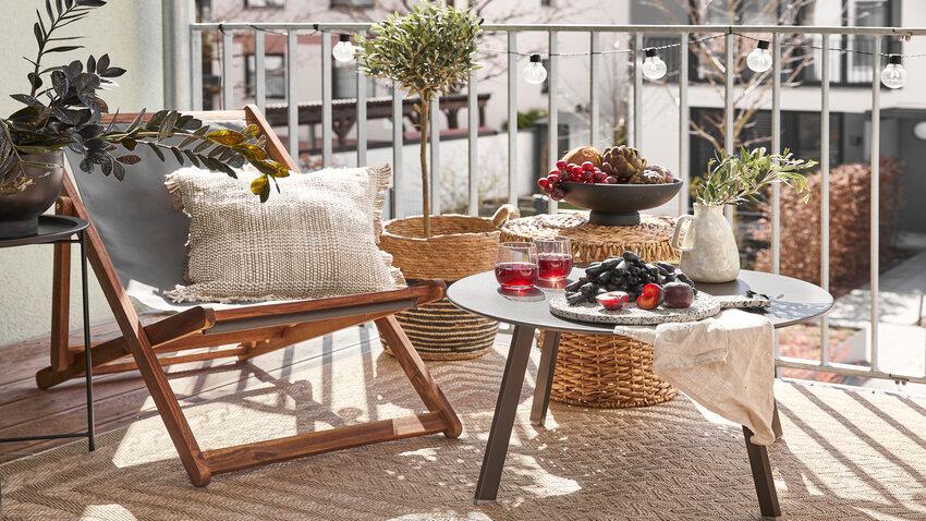 skladacia stolička na balkóne