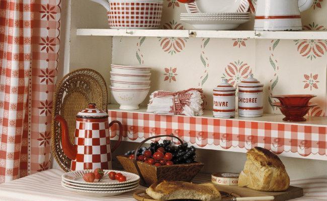 Czerwona zastawa kuchenna