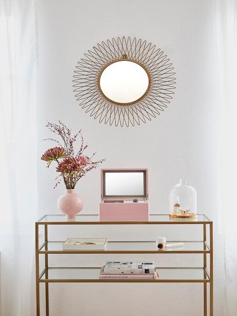 Wandgestaltung Flur mit rundem Sonnenspiegel und Konsole mit rosafarbener Deko