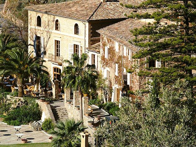 La Residencia consiste en una torre de vigilancia del siglo XIV y dos casas señoriales del XVI y XVII
