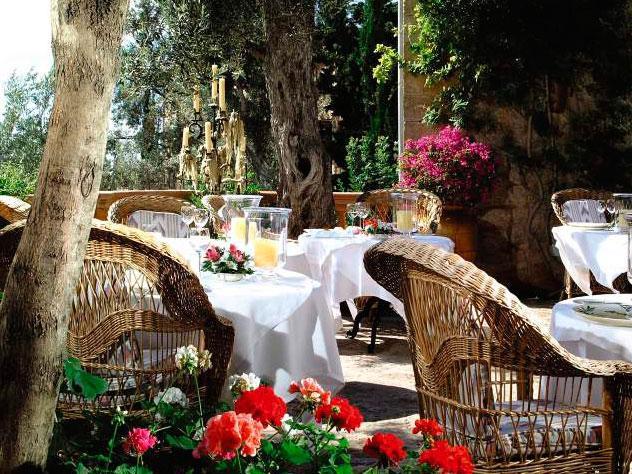 Los jardines de La Residencia se utilizan para crear áreas de descanso o espacios de privacidad para las suites