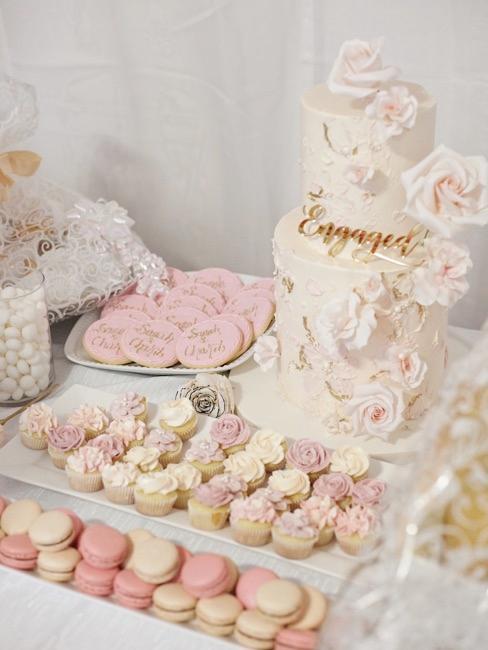 Candy Bar con dolci bianchi e rosa