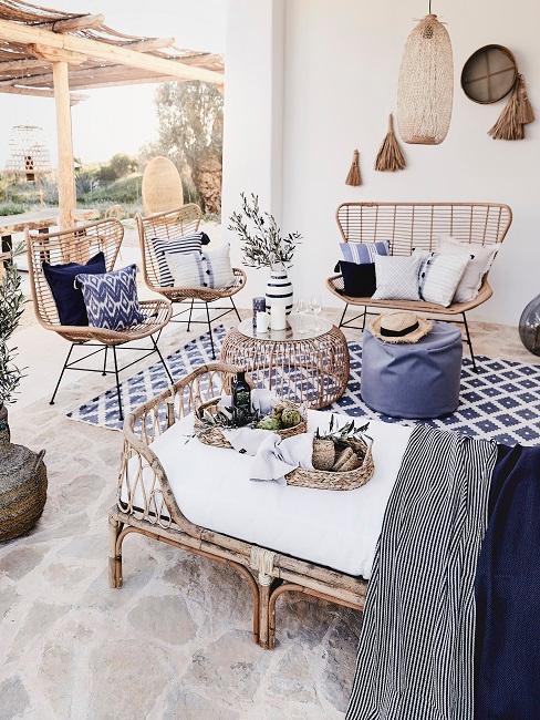 Ibiza Style blau-weiße Deko und Möbel aus Naturmaterial