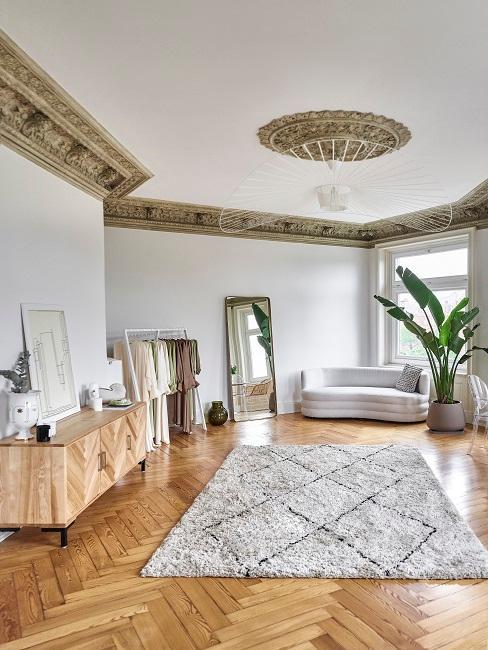Aylin König Showroom Sofa Teppich Sideboard