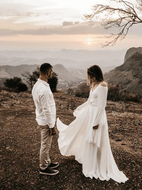 Coppia di sposi in viaggio di nozze