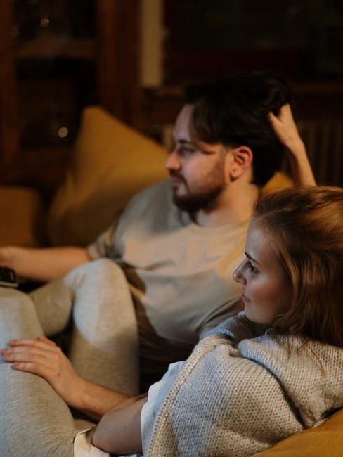 Coppia guarda un film
