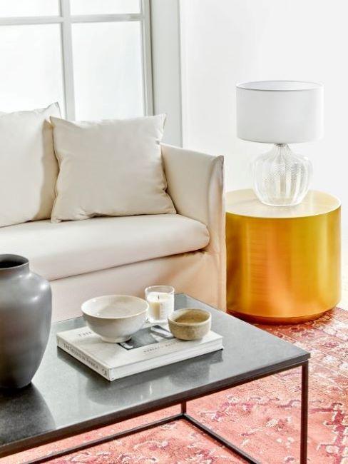 soggiorno classico tavolino dorato