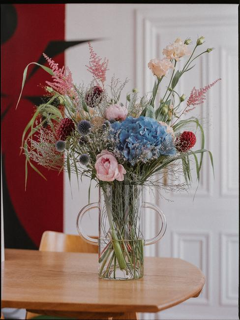 Szklany wazon projektu Marii Jeglińskiej dla Autor Rooms