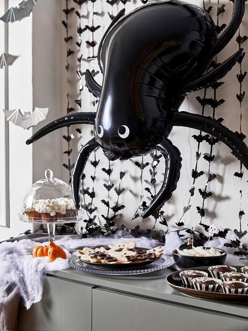 Halloween Deko in Schwarz und Grau