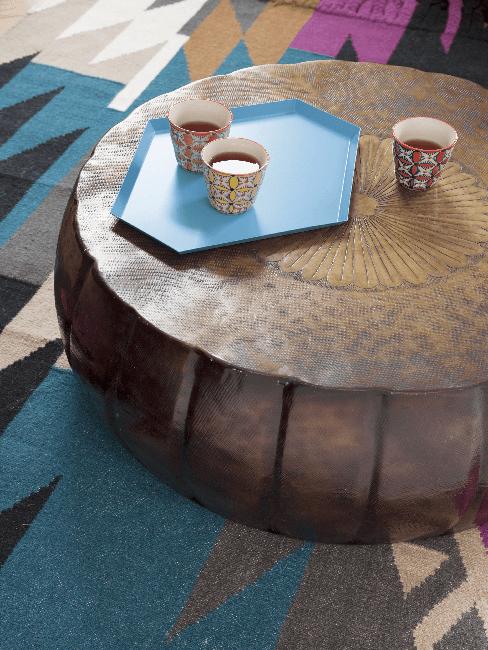 Beistelltisch und Teppich im Folklore Style
