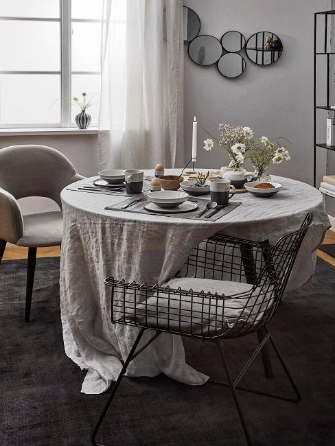 Modernes Esszimmer in Grau im Romantic Look