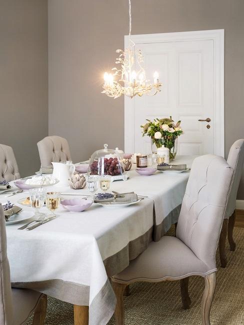Luxus Wohnung einrichten Esszimmer mit Kronleuchter