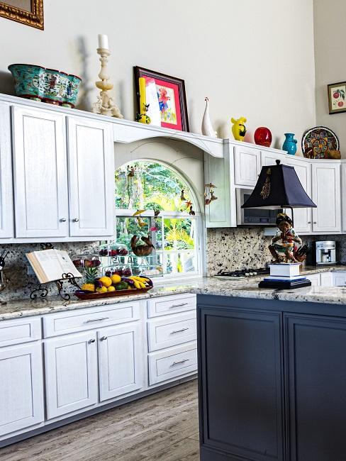 Landhausküche im Shabby Stil mit nostalgischen Accessoires