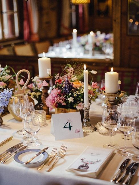 Tischdeko Hochzeit Blumen Kerzen Tischnummern