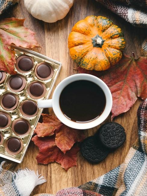 Herbstliche Tischdeko Kürbis Blätter Karo