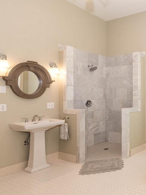 Ebenerdige Dusche mit Kabine