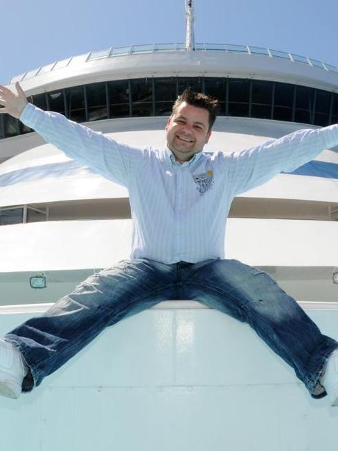 Mann auf Schiff