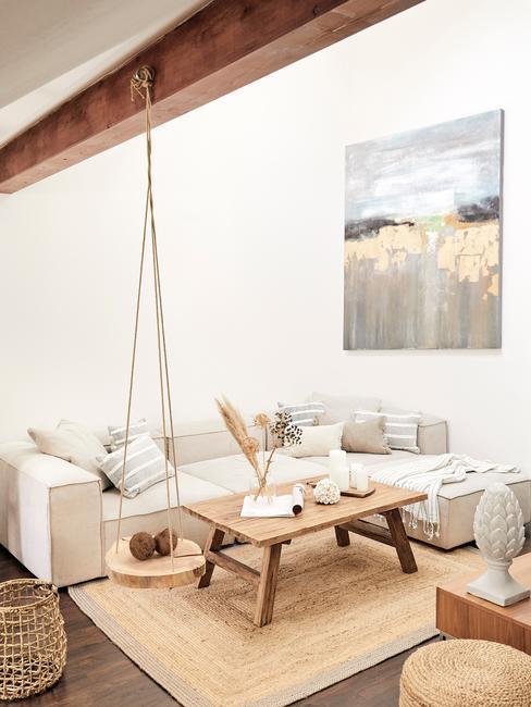 Casa de verano con techo decorado con madera