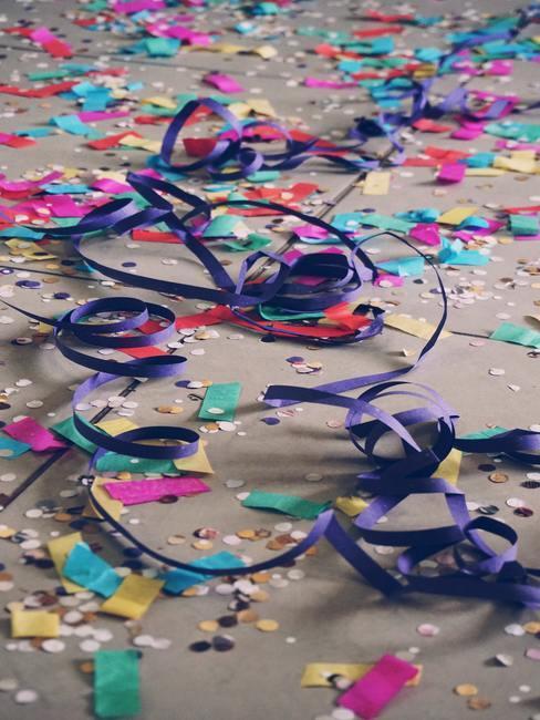 Confettis en el suelo