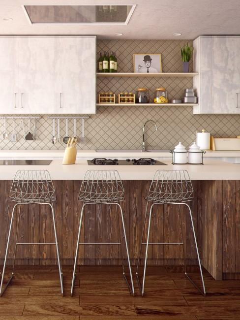 taburetes de metal en cocina blanca y de madera