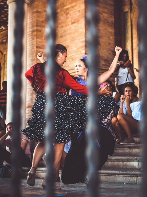 bailando sevillanas