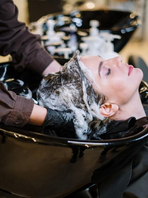 lavar pelo en peluqueria