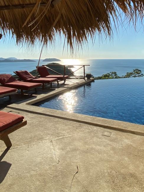 hotel con piscina en la playa