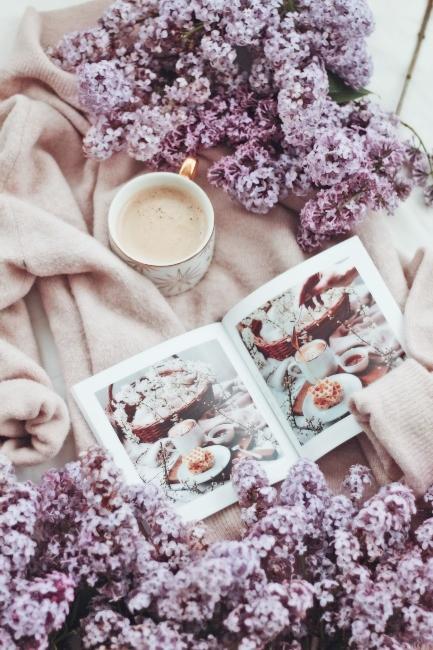 Plaid avec café et lilas