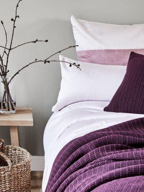 camera da letto colore viola e bianco
