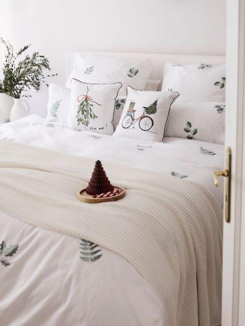 camera natalizia bianco e verde