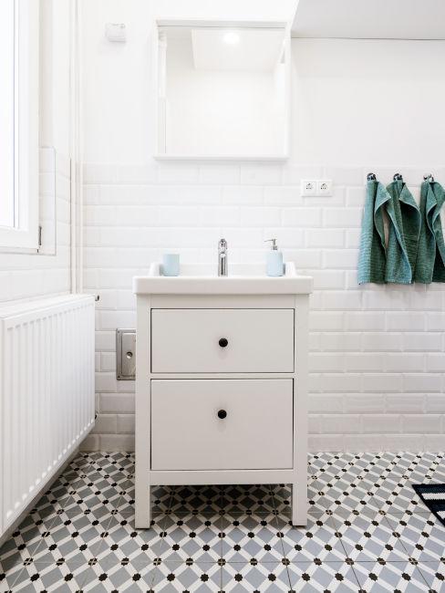 Come rivestire le piastrelle del bagno