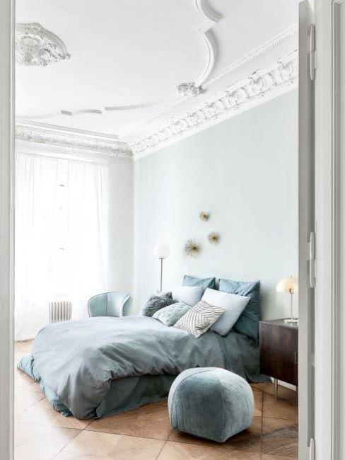 camera con parete verde menta