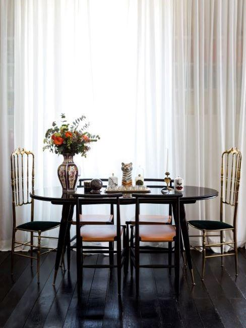 Tavolo da pranzo e sedie