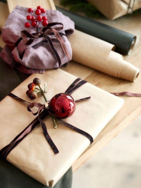regali di natale con carta riciclata