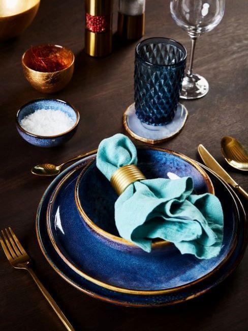 tavola romantica blu