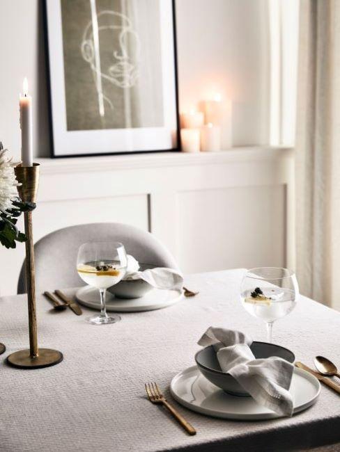 tavola romantica in grigio