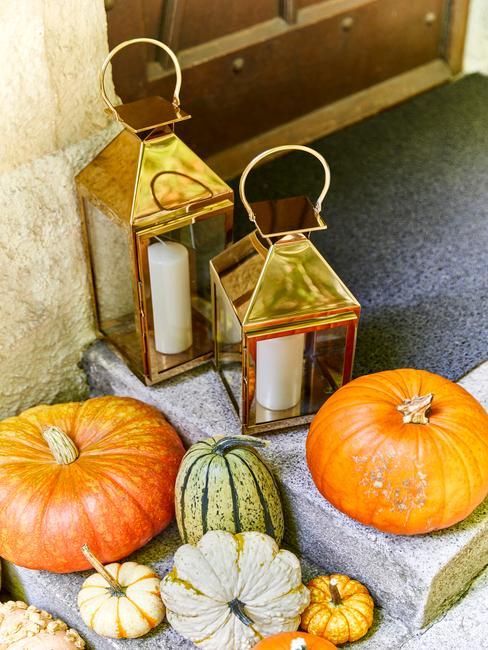 Herfst decoratie pompoenen voor voordeur