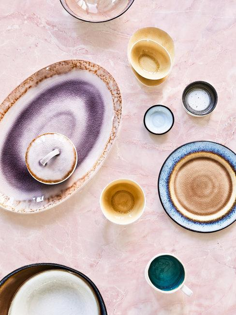 Handgemaakt porselein in verschillende kleuren