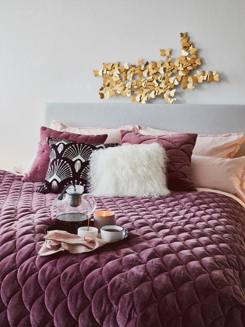Złota dekoracja w sypialni