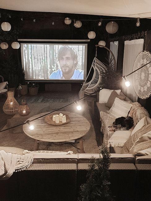 Kino domowe z romantycznym óświetleniem