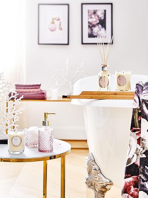 Łazienka glamour ze złotymi dodatkami