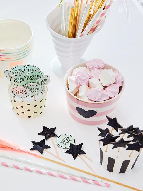 Süßigkeiten für die Dekoration des selbstgemachten Eis