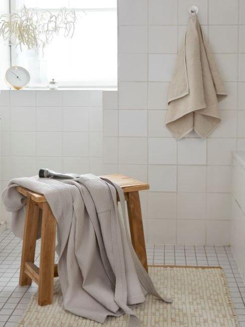 pulire piastrelle bagno