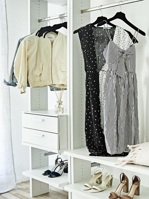 Kobiece ubrania w szafie oraz buty na dolnej półce