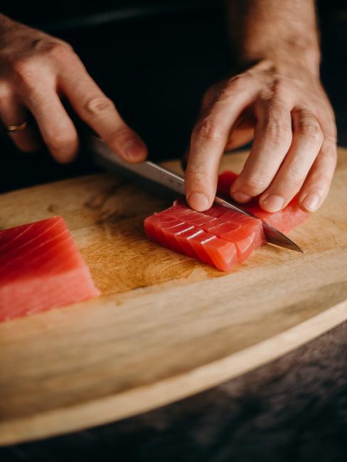 Krojenie ryby do sushi