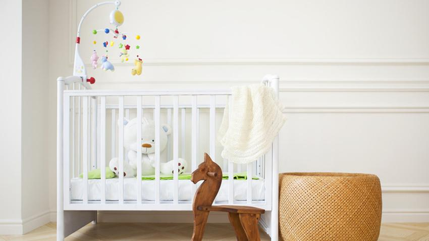 Babybett weiß mit Schaukelpferd