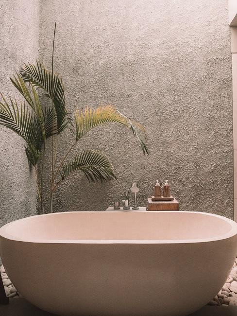 Freistehende Badewanne im Luxus Badezimmer.